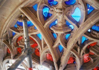 Brou - Bourg-en-Bresse - Restauration avec doublage des verres et comblement lacunaire lors de la découvertes des angelots du 16 ème siècle dans le tympan des baies de la porte occidentale