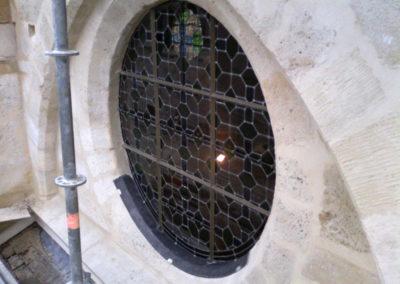 Vitry-sur-Seine - Eglise St-Germain - Restauration des vitraux - détail vitraux posé evc bavette d'évacuation des eaux de condensation