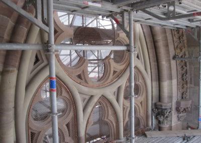 Mulhouse - Temple St-Etienne - Façade occidentale - Restauration - Vitraux - Vue d'ensemble extérieur une fois la pose des verres extérieurs à réduction phonique, des vitraux à déport intérieur et des grillages cuivres effectué