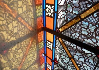 Saint-Pierre- Martinique - Cathédrale du Mouillage - Vitraux - détail des reflets de lumière sur l'embrasement de la baie