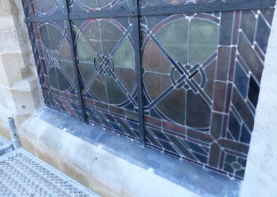 Vitry-sur-Seine - Eglise St-Germain - Restauration des vitraux - détail vitraux posé evc bavette d'évacuation des eaux de condensation simple